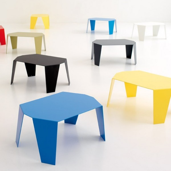 Zoom sur les tables basses qui se rangent facilement - Table salon pliante relevable ...